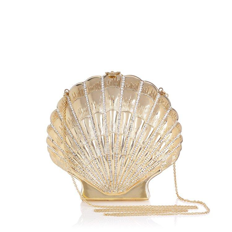 金色寶石綴飾貝殼晚宴包。圖/藍鐘提供