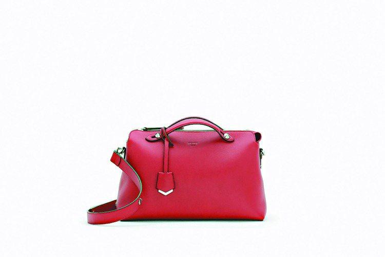 紅色小牛皮中型By The Way手提包,55,000元。圖/FENDI提供