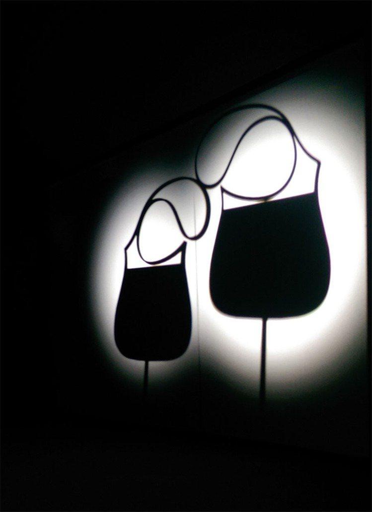 愛馬仕以經典包款 Passe-Guide 為設計原型,由皮件創意總監 Couli...