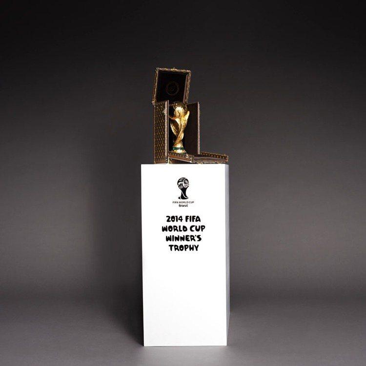 路易威登為2014世足獎杯打造專屬皮箱。圖/LV提供