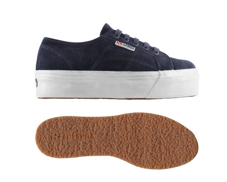 秋冬厚底鞋讓女孩們身材比例更完美。圖/SUPERGA提供