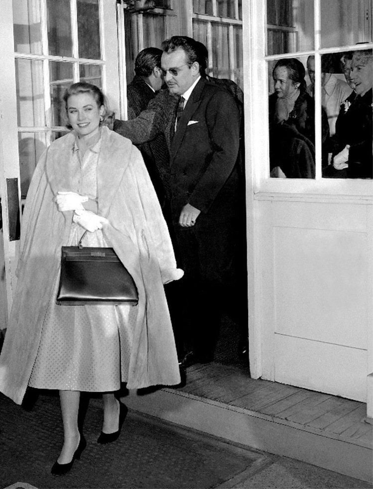 葛莉絲凱莉懷孕時拎愛馬仕包,該包款被暱稱為「凱莉包」。圖/美聯社