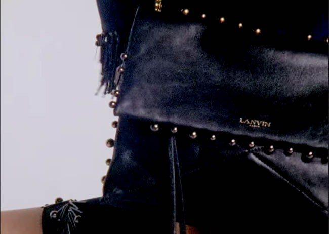 SUGAR PEARL 靈感取材自品牌創辦人珍.浪凡摯愛的珍珠項鍊,品牌皮件工匠...