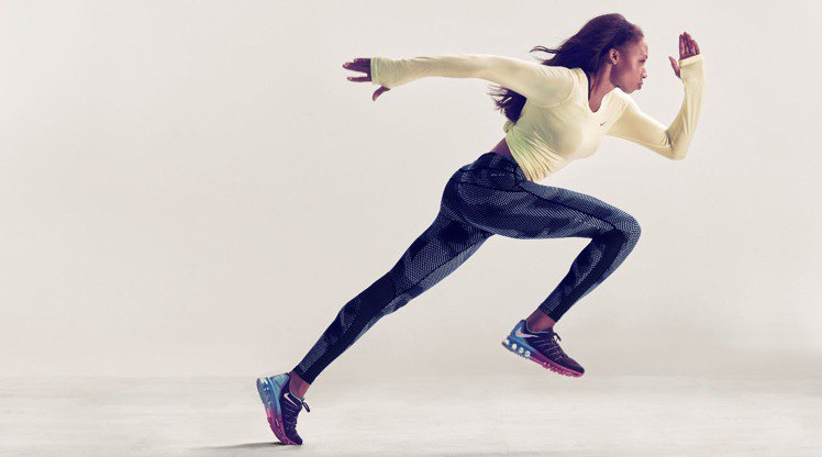Nike發表WOMAN緊身褲,專為跑步、女子訓練和運動生活設計。圖/Nike提供