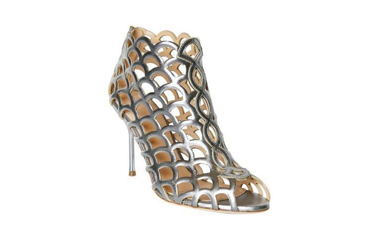 金屬銀摟空高跟鞋,44,000元。圖/Sergio Rossi提供