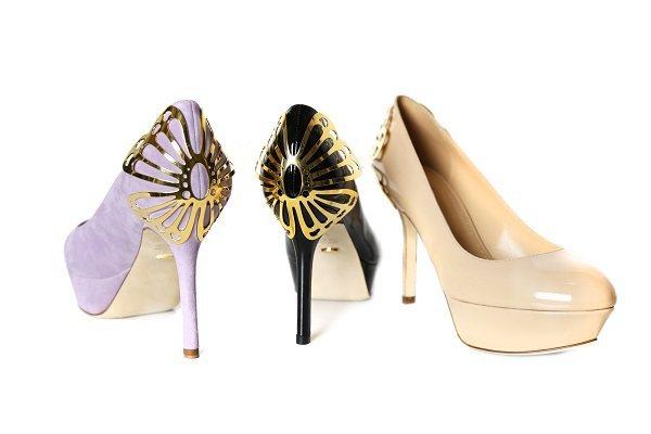 金屬蝴蝶片高跟鞋,39,800元。圖/Sergio Rossi提供