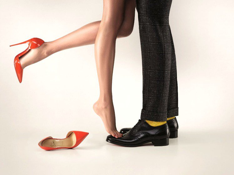 Christian Louboutin集結情侶穿搭系列,為情人節添加樂趣。圖/C...