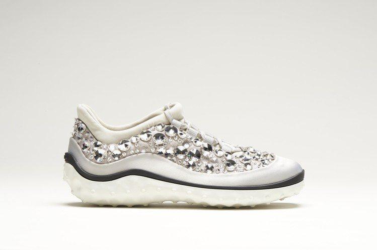 MIU MIU ASTRO 星際慢跑鞋充滿前衛魔幻氛圍。圖/MIU MIU提供