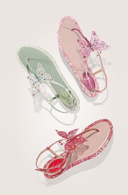 線條秀氣的蝴蝶水晶覆蓋於腳背,裸膚色與玫瑰色水晶提升肌膚光澤。圖/RENE CA...