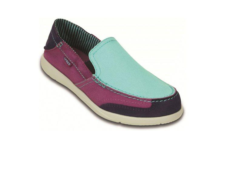 Crocs 風尚女士沃爾盧(藍) NT 2,180。圖/卡駱馳提供