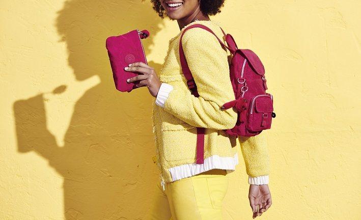 以輕量抓皺帆布包著稱的Kipling,以輕量、防水、耐髒和貼心的多功能口袋設計,...
