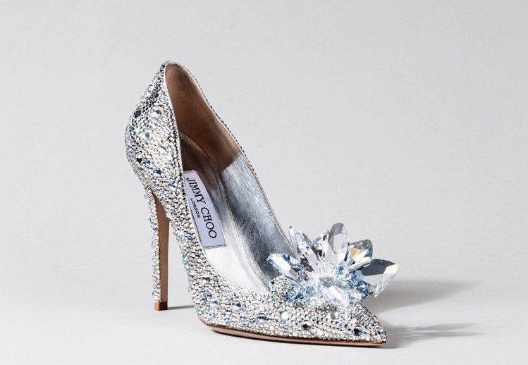 JIMMY CHOO為電影量身打造的Cinderella銀色水晶高跟鞋。圖/JI...