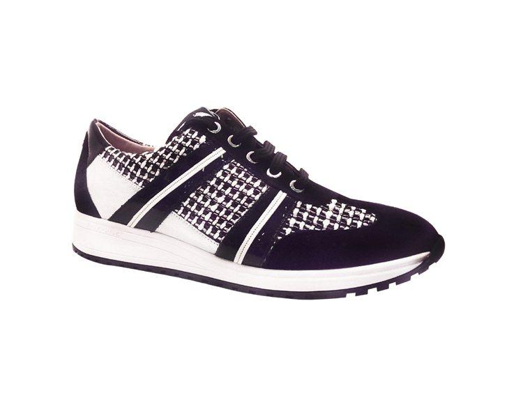 Longchamp 黑白斜紋網球鞋 NT12,700。圖/Longchamp提供