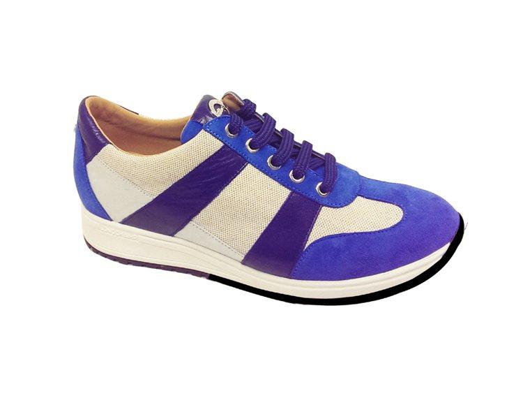 Longchamp 藍色條紋網球鞋 NT12,300。圖/Longchamp提供