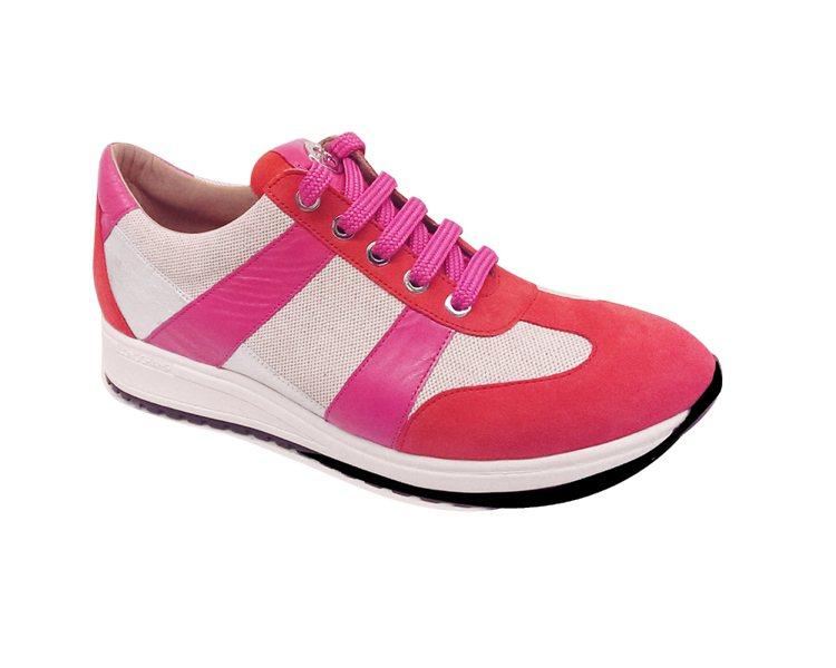 Longchamp 紅色條紋網球鞋 NT12,300。圖/Longchamp提供