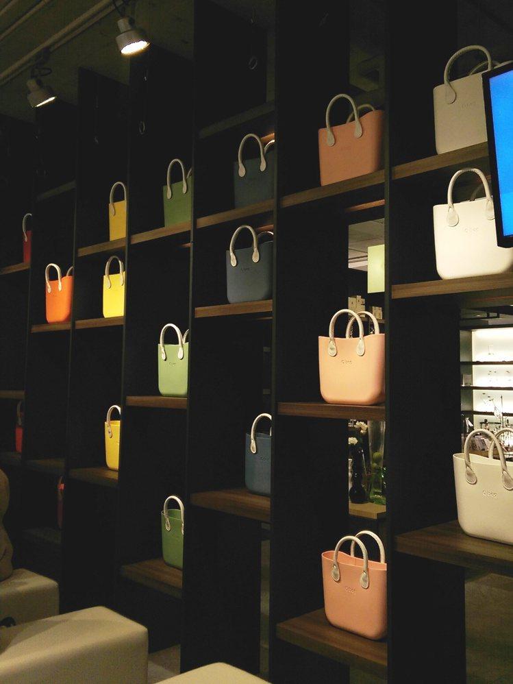 多達20種顏色包身,再搭配不同的提把背帶、內袋或配飾,O BAG 讓每個人可以隨...