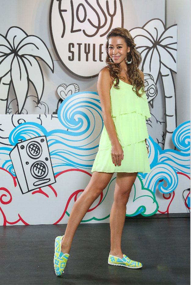 西班牙品牌Flossy登台,鼓勵年輕人追求樂趣,每雙鞋注入草莓、葡萄汽水噴霧果香...