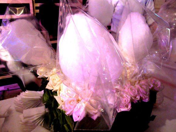 派對現場的棉花糖更添夢幻氣息。記者吳曉涵/攝影