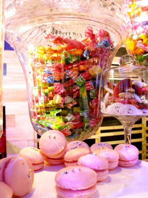 派對現場甜美繽紛的佈置。記者吳曉涵/攝影