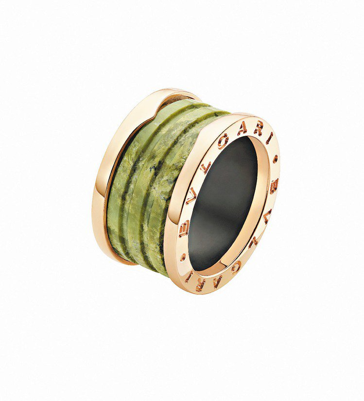 B.zero1玫瑰金硬綠蛇紋大理石戒指,35,400元。圖/BVLGARI提供