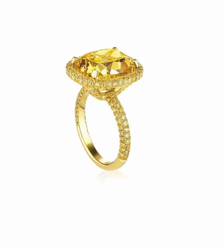 De Beers引進多顆黃鑽,其中重30.88克拉濃彩黃鑽,要價9,000萬元,...