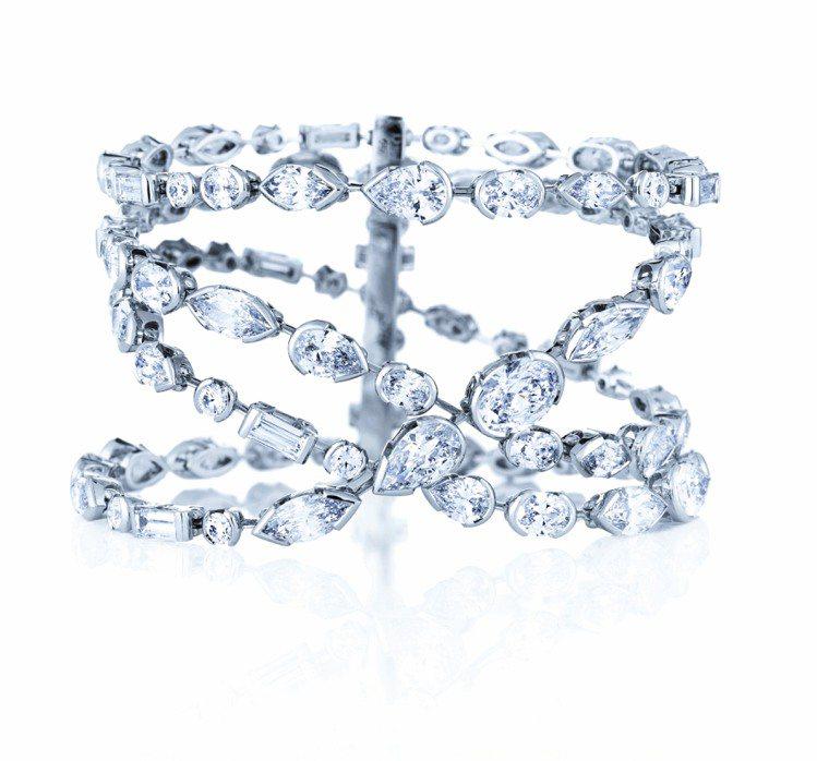 Swan Lake 紅地毯鑽石手環,4條交織鑽石線條,鑲嵌91顆重41.28克拉...