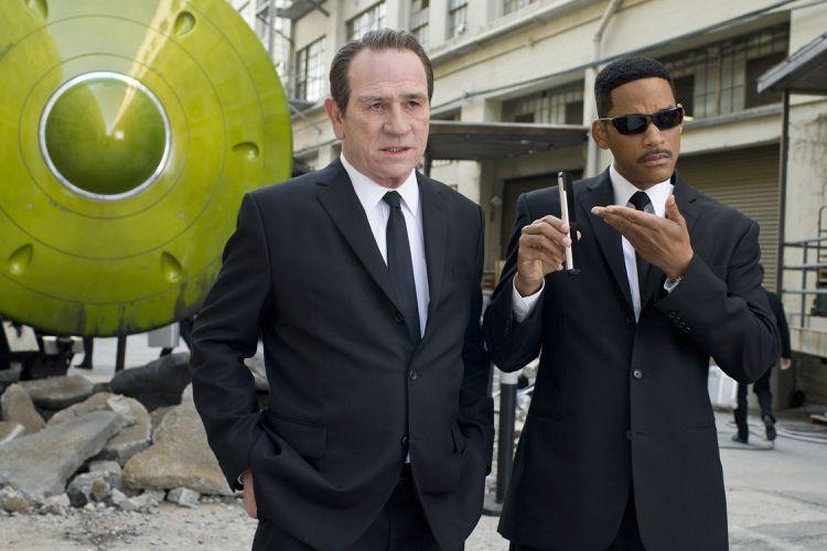 威爾史密斯飾演的J探員,穿越時空回到40多年前,過程中配戴漢米爾頓腕表。圖/索尼...