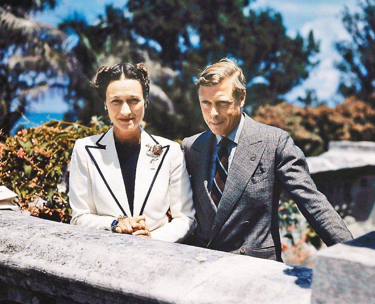 溫莎公爵伉儷,公爵夫人配戴的火鶴胸針也是此次展品。圖/卡地亞提供