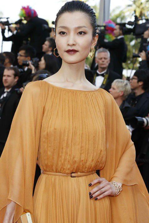 超模杜鵑配戴萬寶龍摩納哥葛莉絲王妃系列高級珠寶。圖/萬寶龍提供