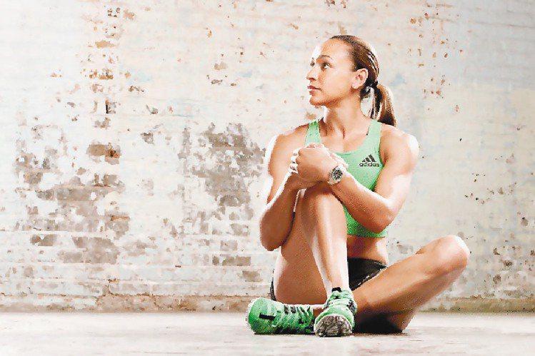 英選手潔西卡恩尼斯拍攝倫敦奧運電視廣告。圖/歐米茄提供系