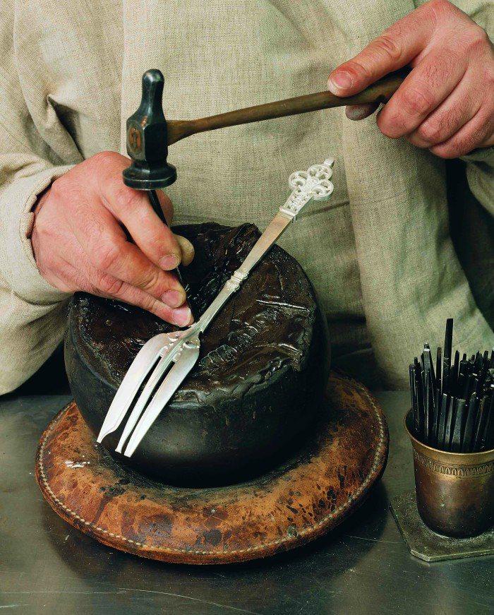 所有Christofle產品都由資深熟練的專業人員製作完成。圖/Christof...