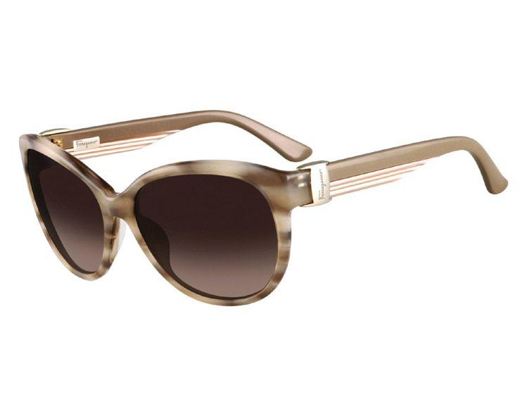 Ferragamo淺褐色框太陽眼鏡、9,800元。圖/LV、Ferragamo提...