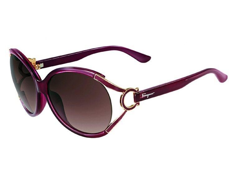 Ferragamo紫紅色GANCINO裝飾太陽眼鏡、11,500元。圖/LV、F...