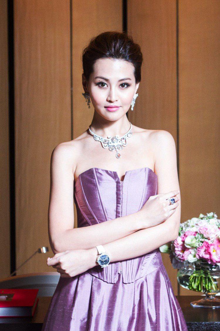 名模林葦如展演梵克雅寶全新高級珠寶、腕表。記者鄭清元/攝影
