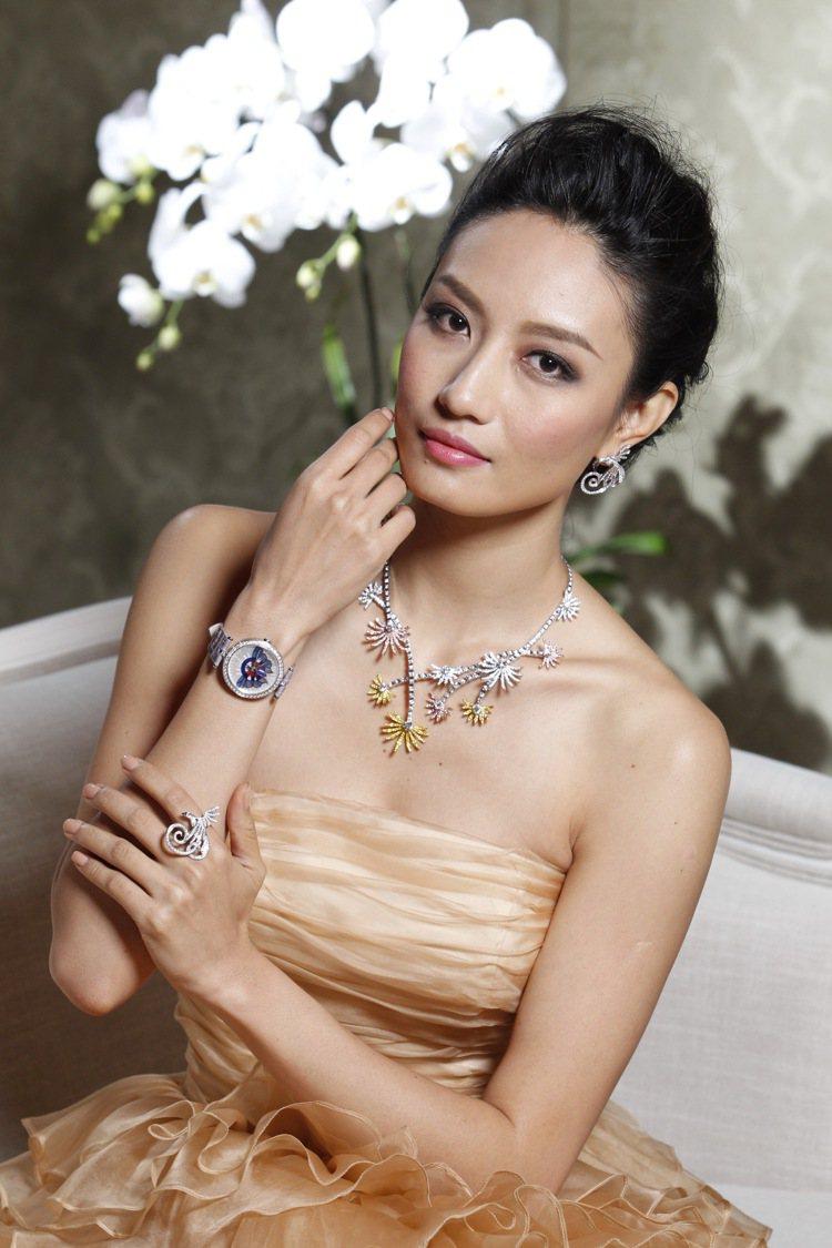 模特兒邱馨慧展演梵克雅寶全新高級珠寶、腕表。圖/梵克雅寶提供