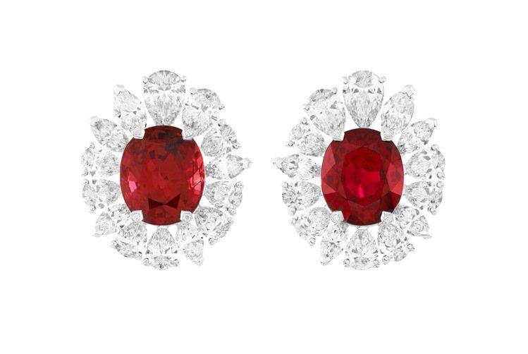 Vermillon耳環,白K金,圓形、梨形、馬眼形切割鑽石,兩顆坦尚尼亞橢圓形切...