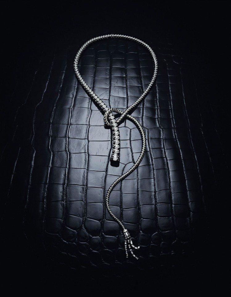 Fouet 系列鉑金鑲鑽項鍊,鑲嵌總重35.8克拉鑽石,3,480萬9,400元...