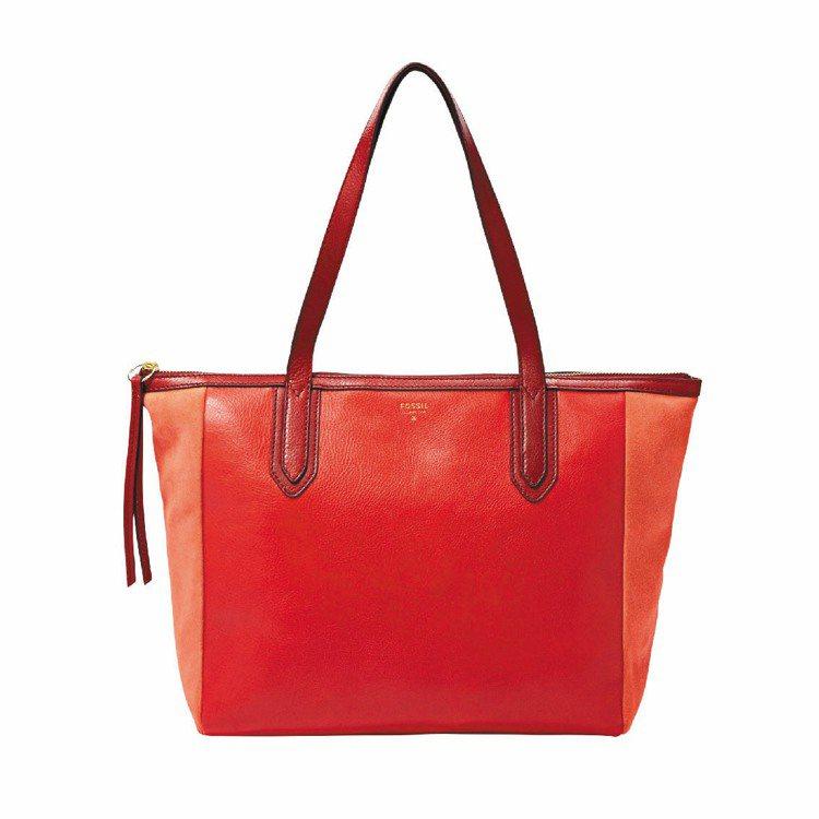 Sydney耶誕紅真皮購物包優惠價4,500元,限量5只。圖/FOSSIL提供