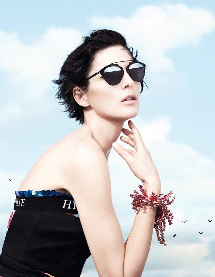 Dior So Real 太陽眼鏡共有黑色、玳瑁兩色。圖;文/美麗佳人