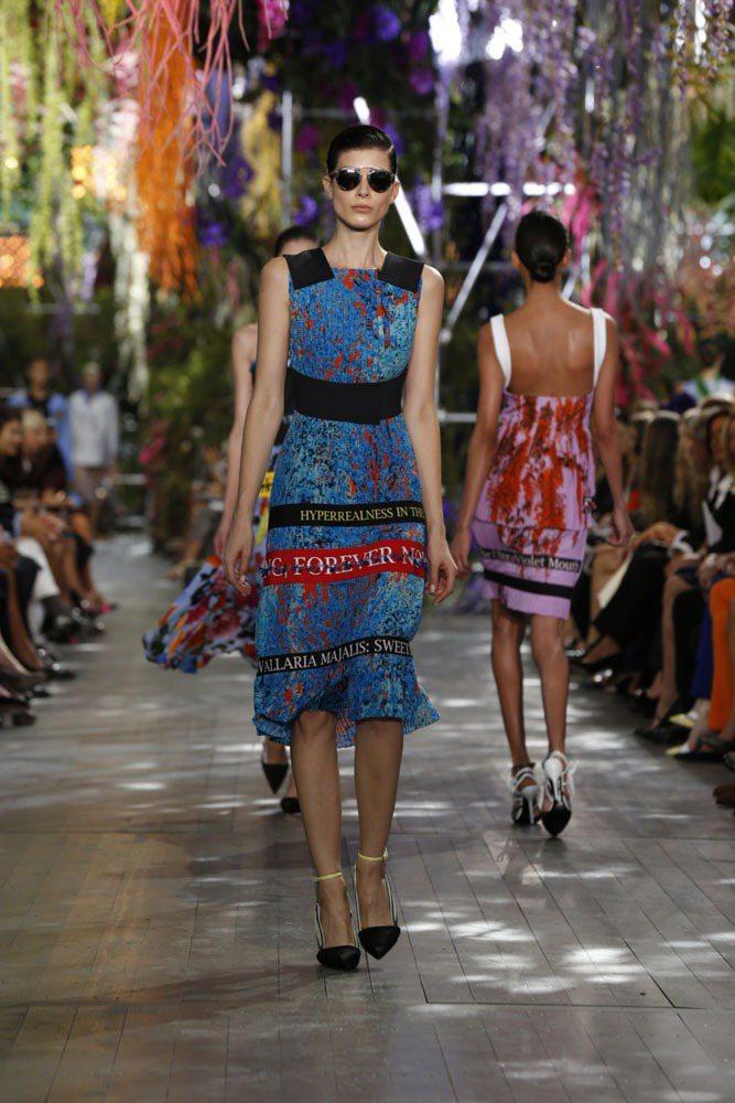Dior So Real 太陽眼鏡為2014春夏秀上款式,以復古為靈感融合著未來...