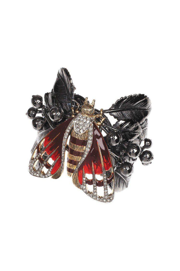 Roberto Cavalli昆蟲胸針。圖/Roberto Cavalli提供