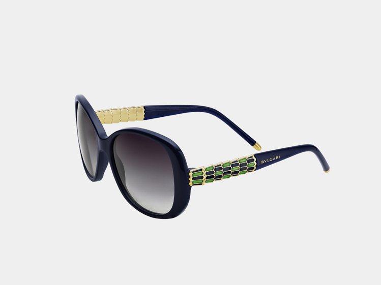 寶格麗藍綠色蛇形系列Serpenti太陽眼鏡,13,400元。圖/寶格麗提供