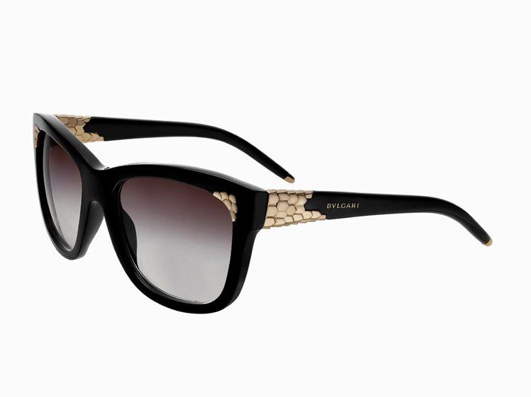 寶格 Serpenti蛇形系列玫瑰金裝飾太陽眼鏡,23,800元。圖/寶格麗提供