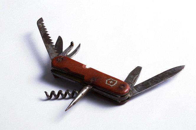 Victorinox骨董軍用折疊刀。圖/Victorinox提供