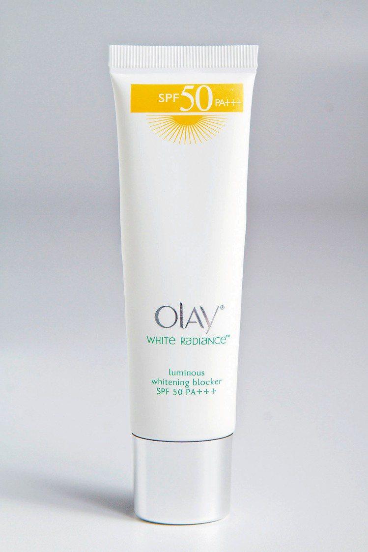 OLAY高效隔離防曬乳液 加強型SPF50 (570元∕40ml) 。記者黃士航...