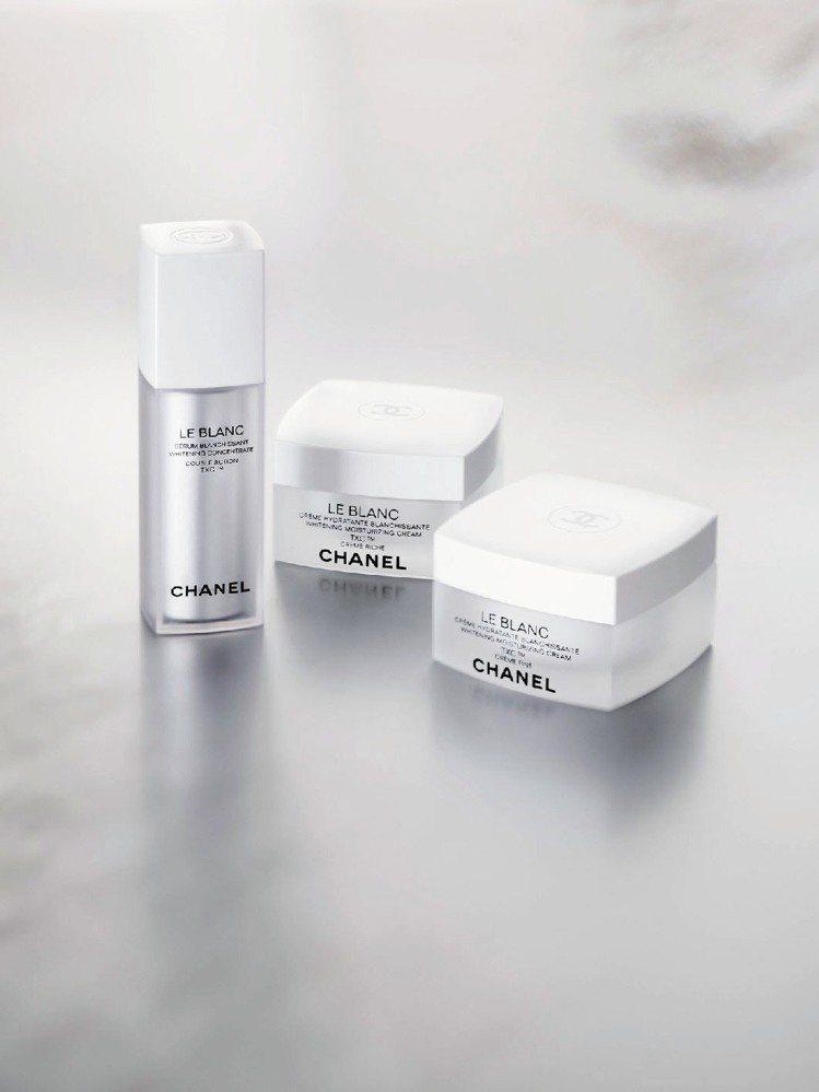 香奈兒珍珠光感TXC超美白系列預計明年2月推出精華液與兩種不同質地的乳霜。圖/香...