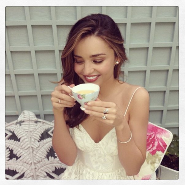 超模米蘭達也愛喝茶。圖/she.com Taiwan提供