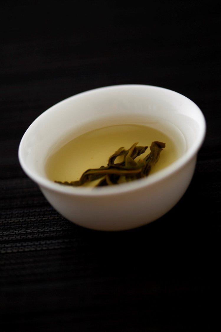 茶葉不宜久泡:茶沖泡後要把葉子撈出來,茶葉不可在水裡泡太長時間,大約3~5分鐘即...