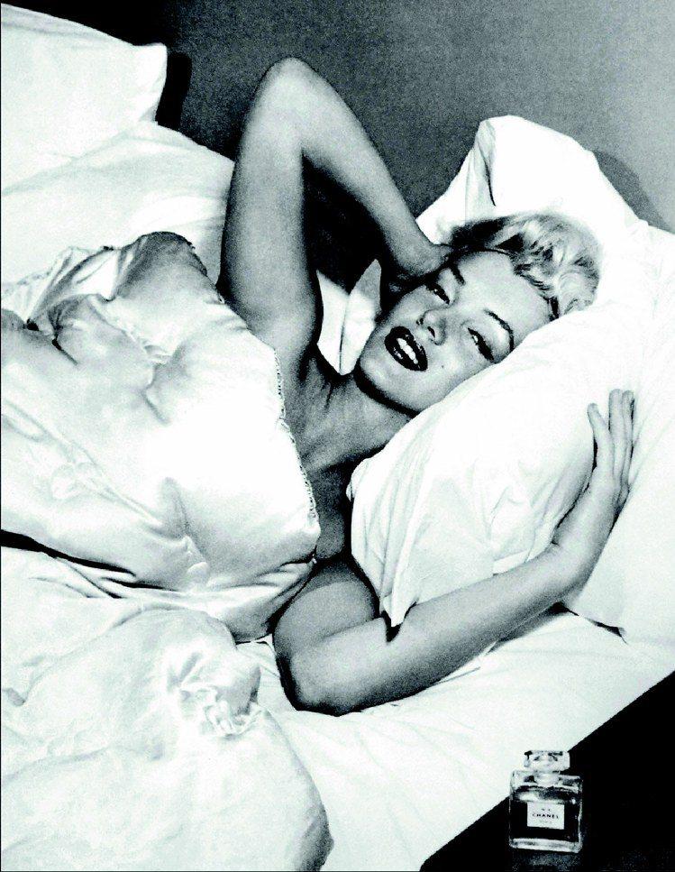 瑪麗蓮夢露說過最經典的一句話是「我只穿幾滴N°5入睡」。圖/香奈兒提供