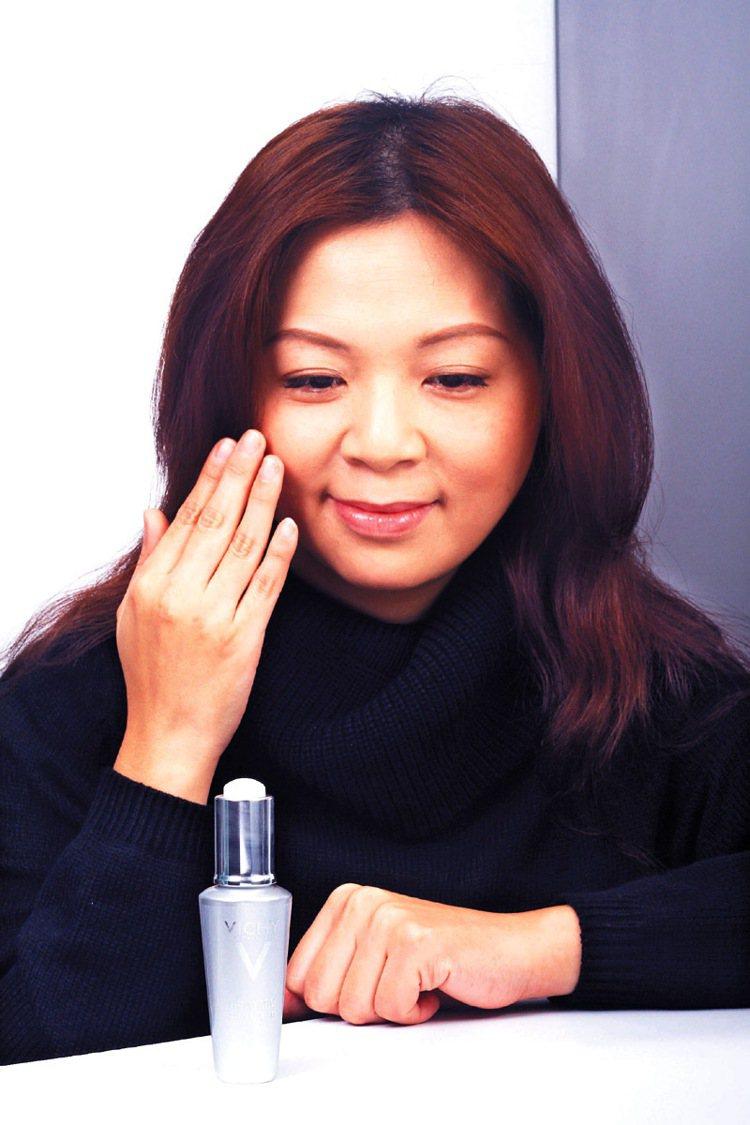 老化年齡下降,步入輕熟齡之後可準備使用抗老精華液做深入保養。記者蘇健忠/攝影